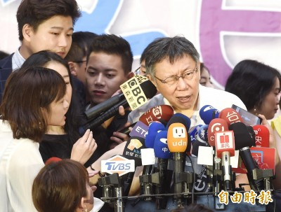 柯文哲讚郭「理想總統」 藍委批:為自己參選搞分化