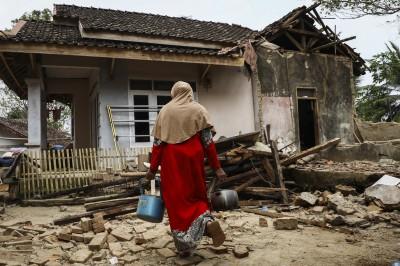 印尼芮氏規模6.9強震 逾百房屋受損4死