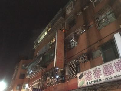 內湖公寓凌晨火警 母子倆遭嗆濃煙送醫不治