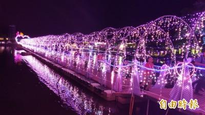 宜蘭情人節試燈 光影璀璨宛如水上銀河
