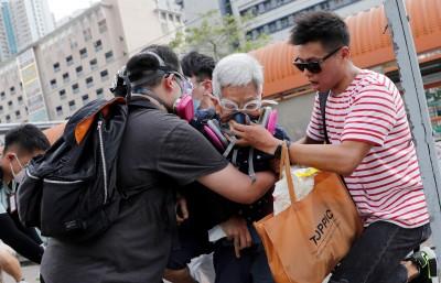 反送中》民眾包圍天水圍警署 13歲女童路過也被捕