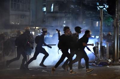 反送中》港警濫發橡膠子彈 射破記者防毒面罩