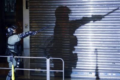 港警逮「持有武器」浸大會長  學生今晚集會︰立刻放人