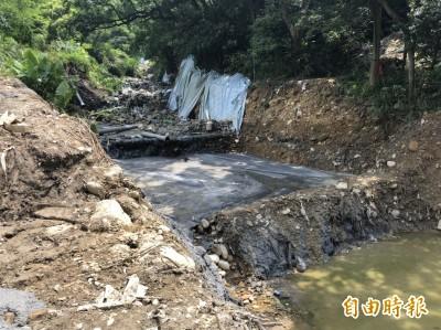 十八份坑溪以水泥掩埋垃圾? 內政部:清理1米深填平固基