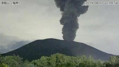 日本淺間山火山噴發 專家稱大規模噴發機率極低