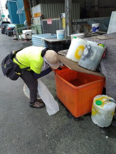 高市頻傳攤商染登革熱!前鎮、鳳山市場查獲207個積水容器