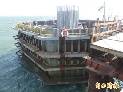 見證金門大橋主橋最後一支基樁完成 林佳龍大讚「台灣的驕傲」