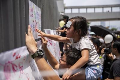 反送中》港人親子遊行 盼孩子在「無催淚煙」環境成長