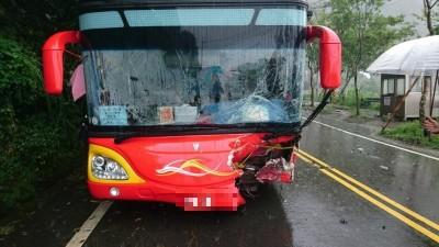 阿里山公路傳遊覽車、休旅車對撞 10人受傷送醫