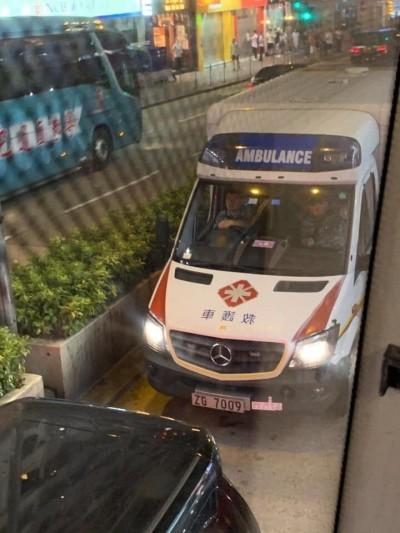 反送中》陰!疑解放軍救護車出動 示威者別搭錯車