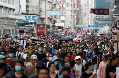 反送中》香港深水埗民眾「自由行」 警方射催淚彈驅離