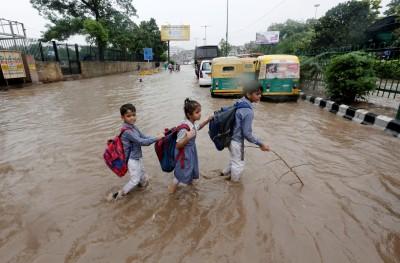 印度洪水狂襲 至少95死、數十萬人撤離