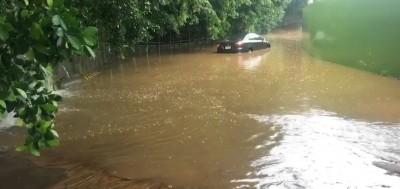 驚!彰化市八卦山豪雨積水 培元中學路段車輛拋錨
