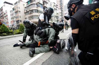 香港醫護今起無限期罷工 怒批警方「重演六四的血腥與殘暴」