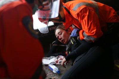 反送中》女子眼遭警彈襲 央視反批污蔑:被「豬隊友」擊中