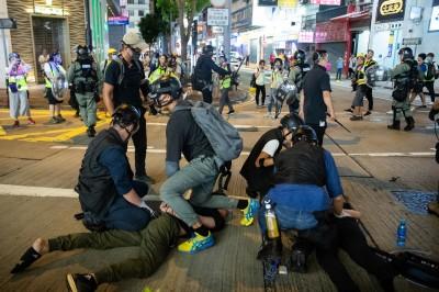真的是無間道! 港警坦承派臥底 背後偷襲逮捕示威者