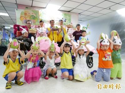 台中創世水果義賣 幼兒園童應援籌捐款