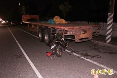 花蓮15歲少年無照騎車 撞上路邊違停拖板車慘死