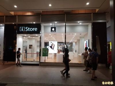 中年男怒砸新光三越蘋果專賣店 竟是四海幫中常委