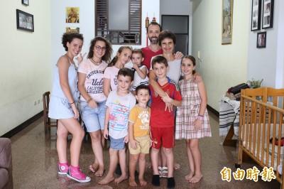 「猴腮雷」!這位爸爸到台灣傳教 生養11小孩