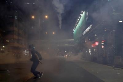 反送中》稱「見到威脅」警向無人處狂射催淚彈 網友:撞鬼?
