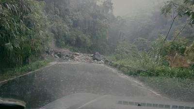 嘉縣豪雨成災 土石流、道路中斷