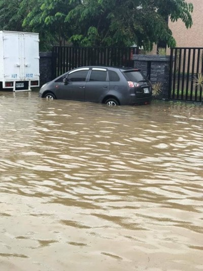 雨炸台中 大肚沙田路下午一度積水