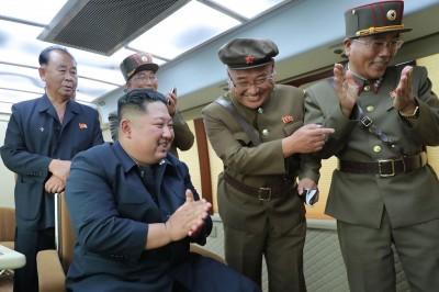 北韓官媒證實:金正恩昨指導「新武器」試射