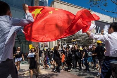 全球反送中活動遭中國人鬧場 王丹揭背後主謀