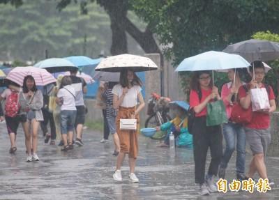 週一西南風稍減弱 南部整天有雨  其他時晴時雨