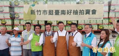 林智堅同框黃偉哲拍賣台南好柚 不到半小時完銷1500箱