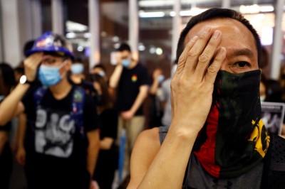 元朗事件1個月 港人靜坐、默站抗議「警黑合作」