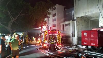 北投一之鄉蛋糕工廠深夜大火 警消出動多人撲滅