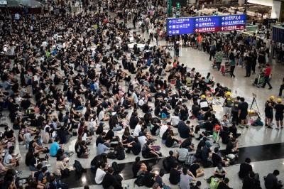 香港機管局解僱2人 疑為挺「反送中」經理級員工