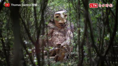 與超大巨怪共遊森林 雕塑家用rap唱出巨怪呼籲人類愛地球