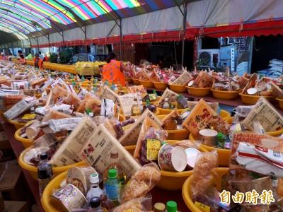 竹市長和宮「眾街普」 供品綿延數百公尺超壯觀