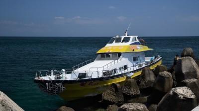 白鹿颱風來勢洶洶 花嶼交通船撞上「肉粽」
