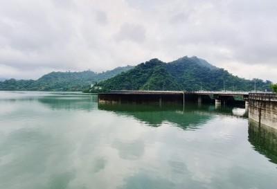 白鹿颱風撲台路徑詭譎 曾文水庫的「預洩降」策略是...