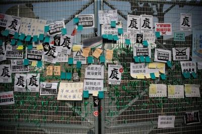 香港親中派人士至《香港電台》抗議! 有記者遭圍毆