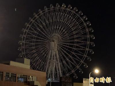 空中夜驚魂!台中港三井OUTLET停電 摩天輪遊客嚇壞了