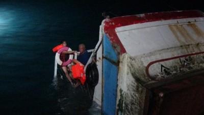 澎湖惡夜!釣客落海、深夜漁船觸礁、凌晨火燒車…