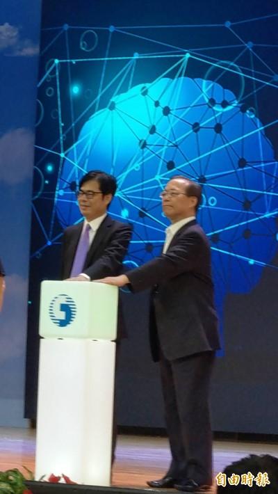 行政院副院長陳其邁:我不是被政治耽誤的黑客松