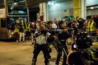 港「光頭警長」槍指反送中民眾 中媒:獲邀參加中國國慶