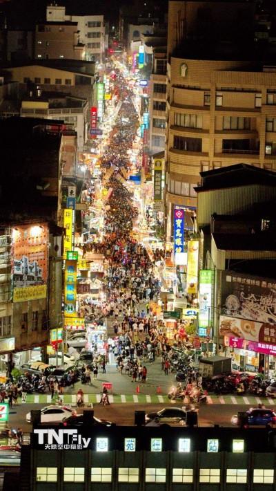 壯觀!1年1次的夜市 苑裡「中元節晚會」爆人潮