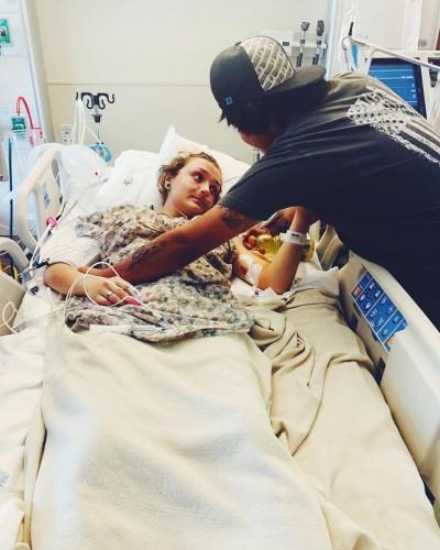少女抽電子菸3年 住院昏迷4天肺部檢出「白色顆粒」