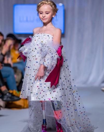 生命奇蹟!9歲女孩雙腿截肢 走上紐約時裝週伸展台