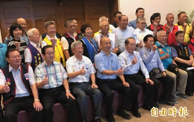 誰說休假才跑選舉?韓國瑜與軍系志工「國政座談」