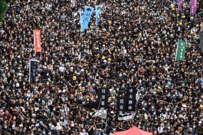 反送中》香港無數學生罷課怒吼! 要林鄭月娥回應5大訴求