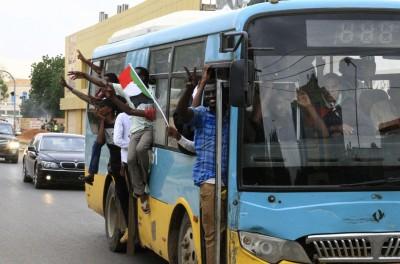 蘇丹高速公路巴士正面相撞 釀15死22傷