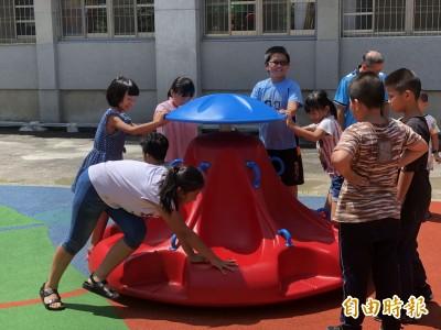 台南首座共融遊戲場啟用 特教生也可一起玩